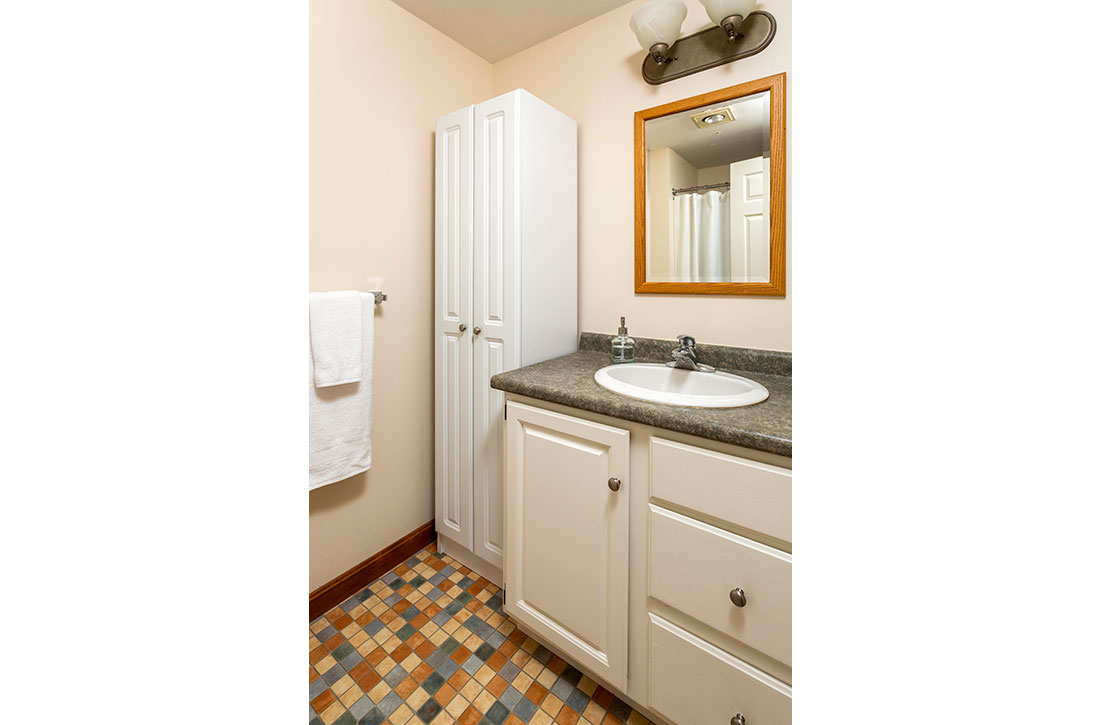 Bathroom-2-at-Parkwood-Apartments