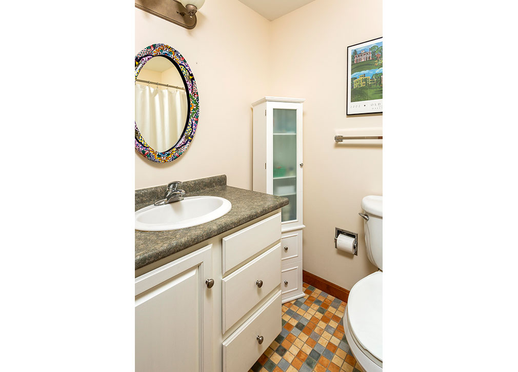 Bathroom-at-Parkwood-Apartments