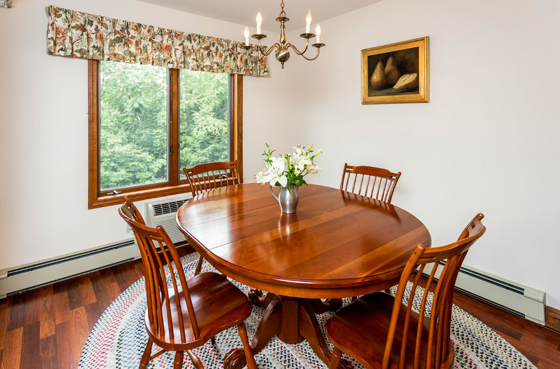 Dining area Parkwood Apartments