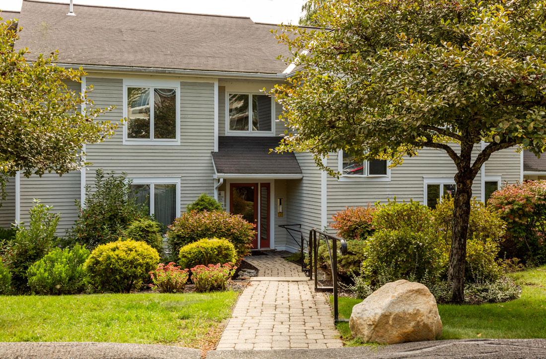Gracious living and beautiful surroundings at The Ridges apartments